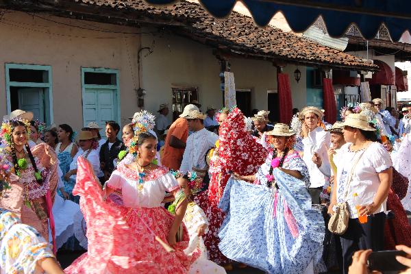 Las Tablas parade street scene