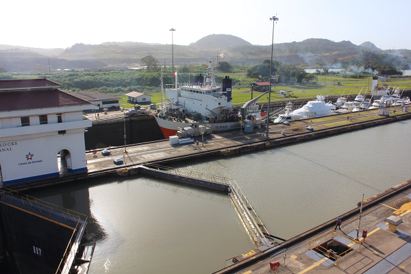 ship locks panama canal5