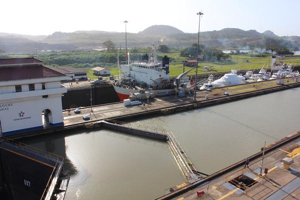 ship locks panama canal5