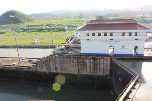 ship locks panama canal6