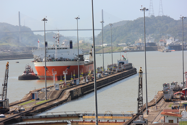 ship panama canal1