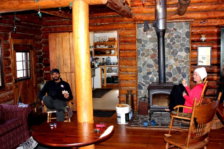 12.Cozy Lodge