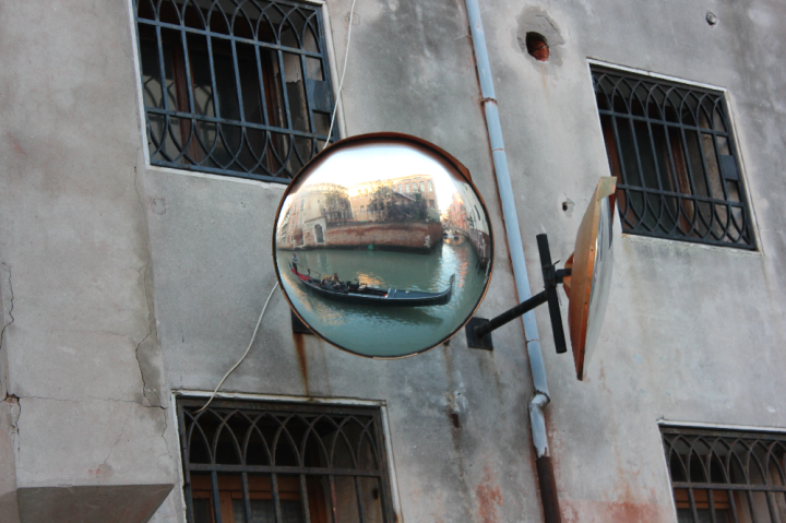 16. Gondola mirror